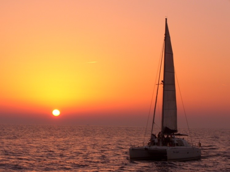 Sunset Tour: Semi-Private Deluxe Catamaran Cruise
