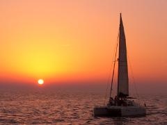 Sunset Tour: Santorini Caldera Catamaran Cruise including Greek Meal and Drinks