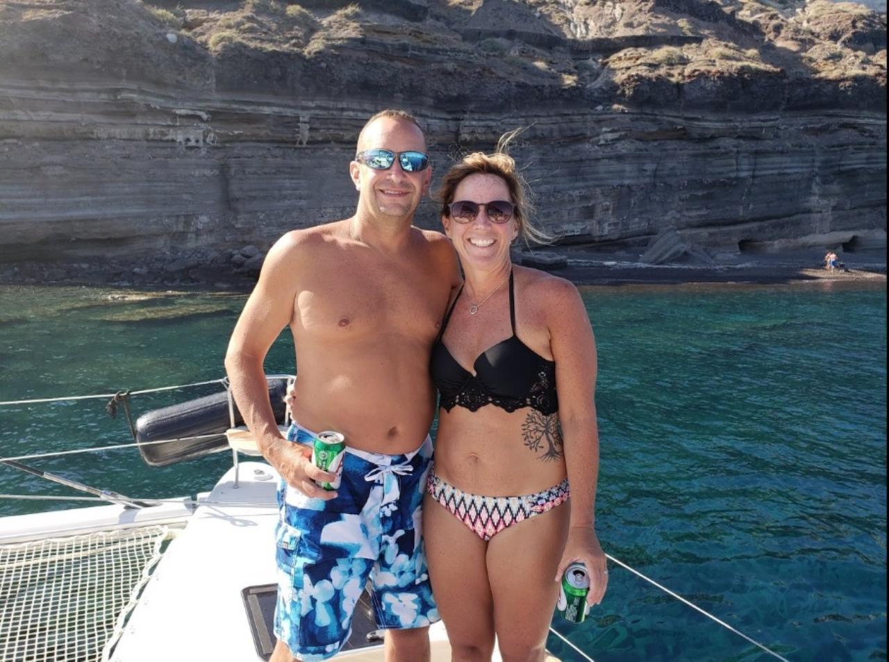 Santorini 360 Tour: Private Daytime Santorini Tour with Sunset Catamaran Dinner Cruise