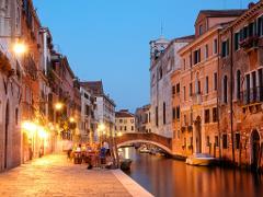 """Venice """"Cicchetti"""" Tour:  Food, Wine, Rialto Market & Gondola Transfer"""