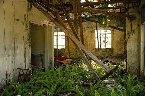 Haunted_house_interior