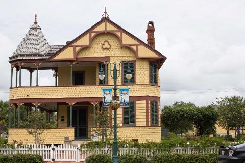 Titusvill_Haunte_House