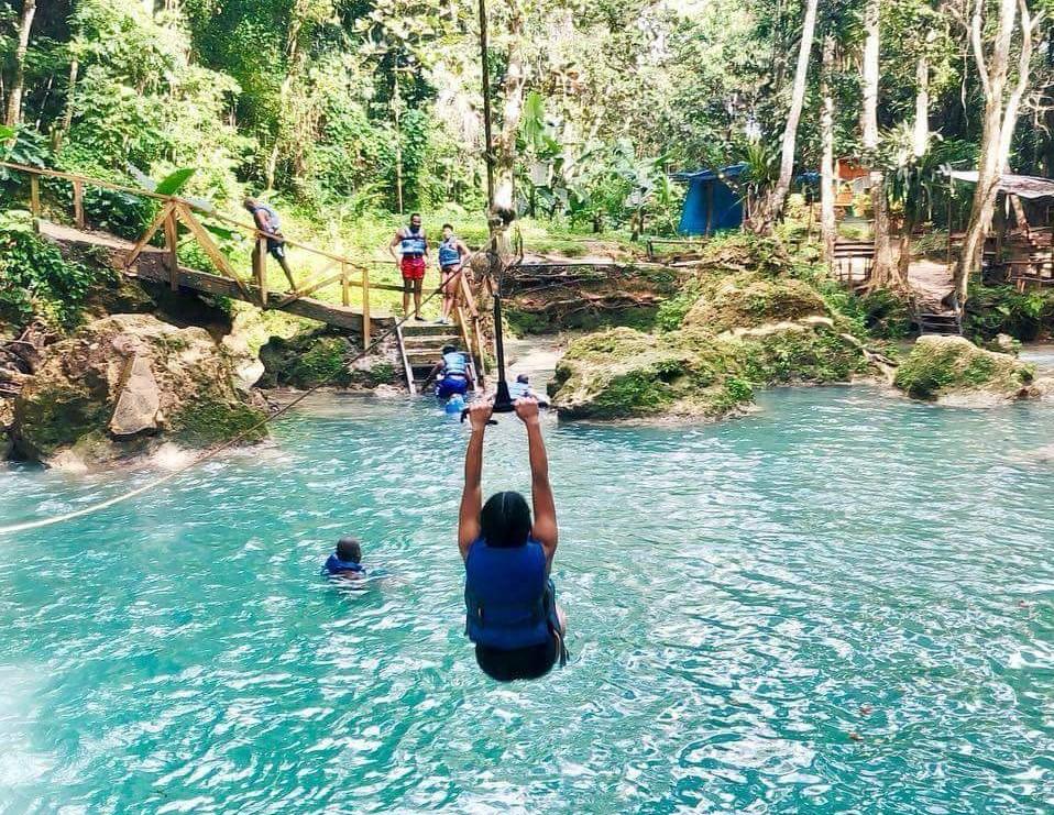 Blue Hole Express Tour & Margaritaville from Ocho Rios