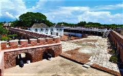Port Royal Sightseeing and Gloria's Seafood Experience from Kingston