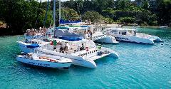 Dunn's River Falls Catamaran Cruise & Snorkeling Tour from Ocho Rios