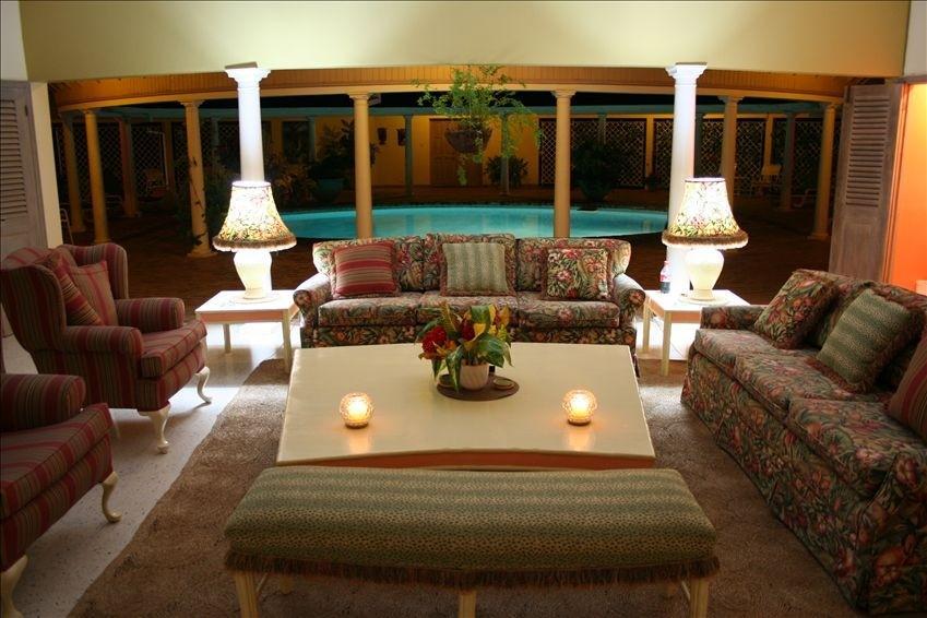 3 Days/2 nights at The Carousel Villa, Runaway Bay
