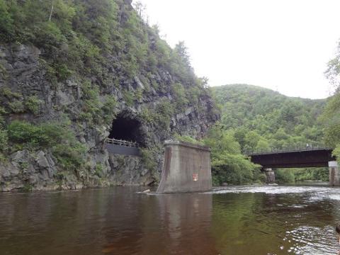 train_tunnel