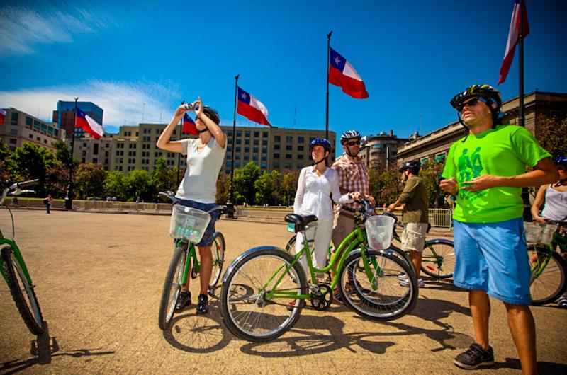 Private Santiago Highlights City Bike Tour // Tour Privado de los Imperdibles de Santiago en Bici
