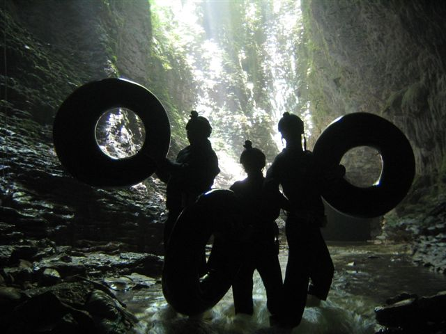 4 hour Kiwi Cave Rafting Tour