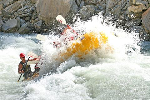 Heli Rafting - Pure White Water