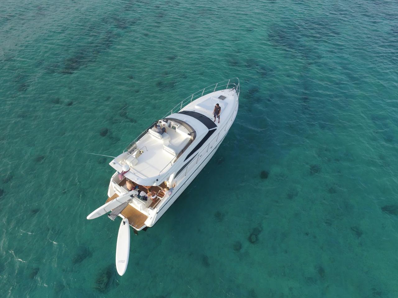 Los Tres Piratas (47' Azimut)  - 3 Hours Cruise