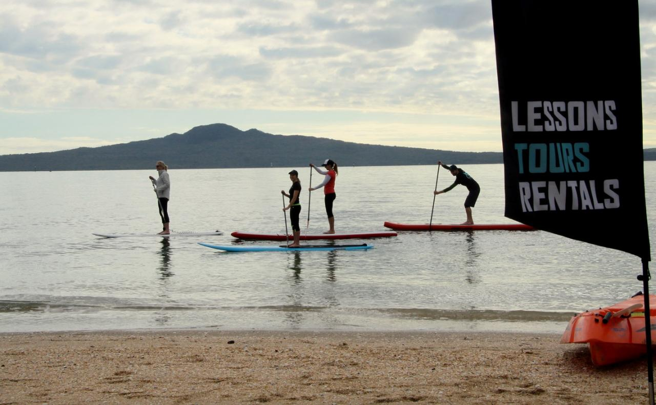 Intro to SUP Group Lesson
