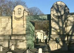 Paris's Pere Lachaise cemetery small group tour