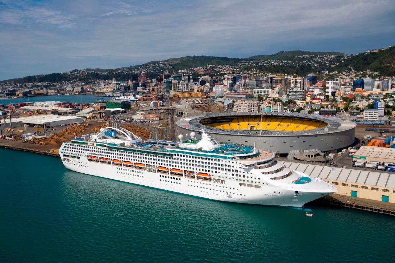 Cruise Ship departure - Wellington City Sights & Coastline Tour