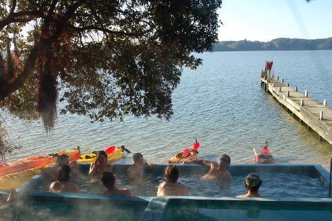 Scenic Lake Rotoiti Kayak Tour