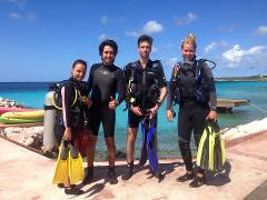 1 Guided Shore Dive (location Playa Daaibooi)