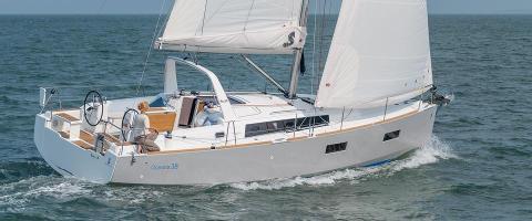 Sail: Oceanis 38 - Full-Day Skippered Charter