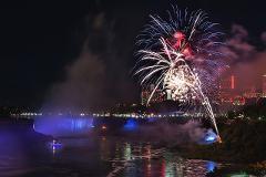 Scenic Niagara Falls Night Tour with Boat Ride
