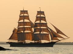 Heldagssegling  i Stockholms innerskärgård söndagar kl 10-17. Day trip under sail 7 hour.
