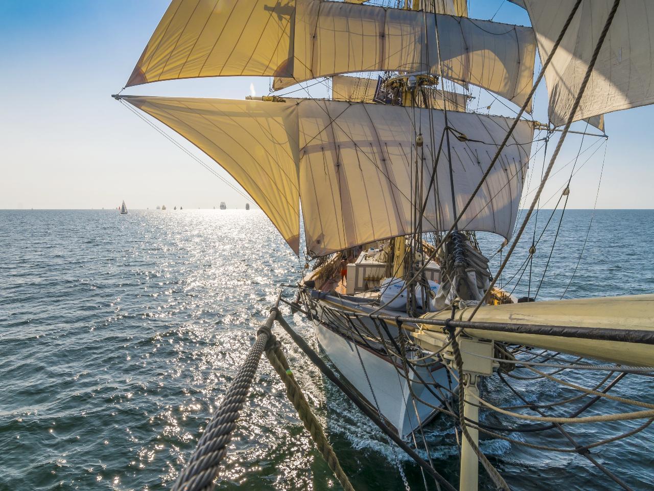 Lär dig segla råtacklat. Nybörjarkurs i konsten att segla en brigg. 17 oktober kl 10-16