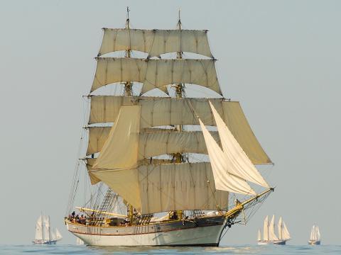 Kvällskryssning från Skeppsbron 7 maj kl 16-20/Evening cruise