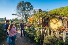 Hobbiton and Waitomo Day Tour