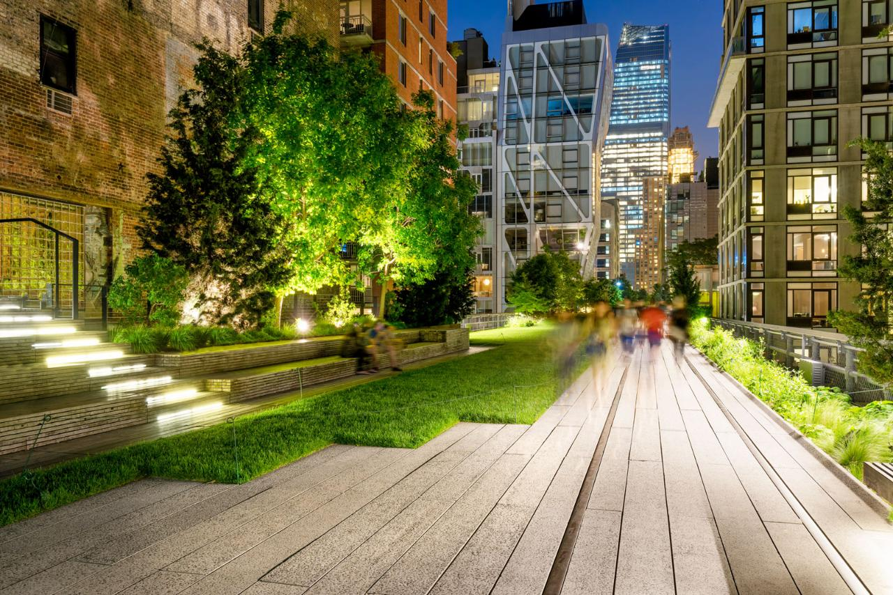 Big Apple in Lights | NYC Guided Night Tour With Optional Tickets for Edge Observation Deck