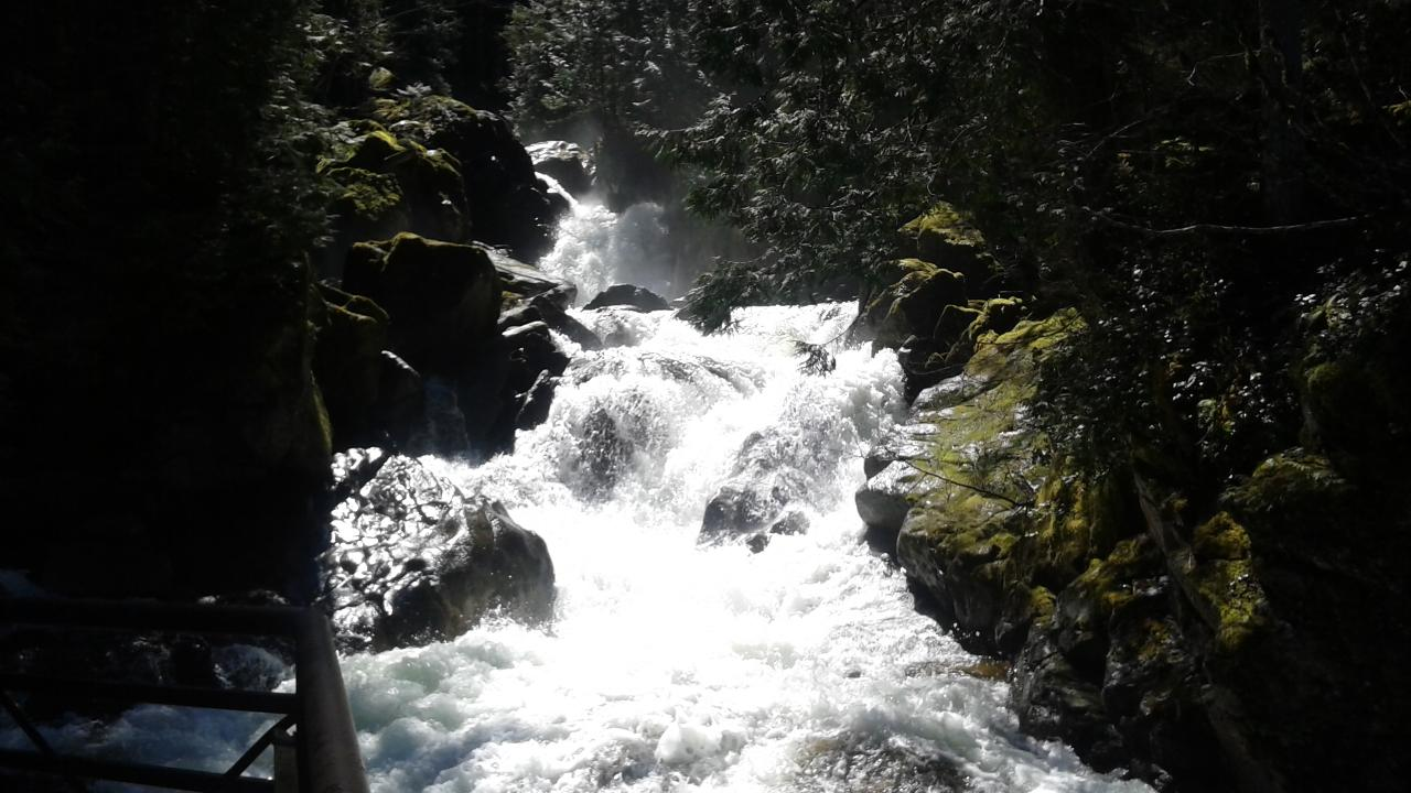 Waterfalls and Cascade Mountains Private Tour