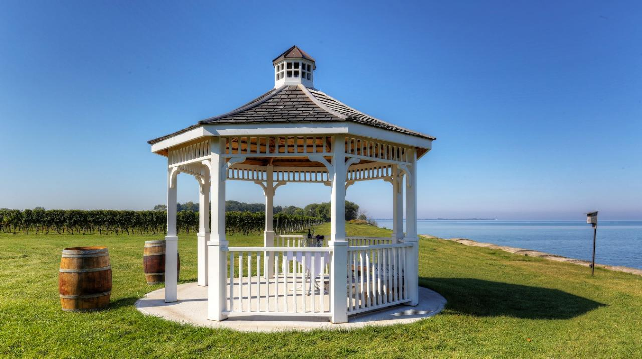Lakefront Picnic Experience for 2 People (Weekdays)