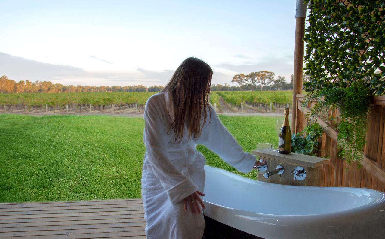 5 Night Balgownie Winery Estate & Emmylou Package - 2 Adults Sharing