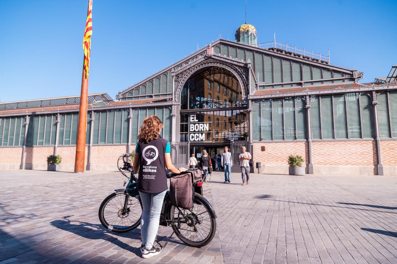 Sagrada Familia and City Highlights Bike Tour