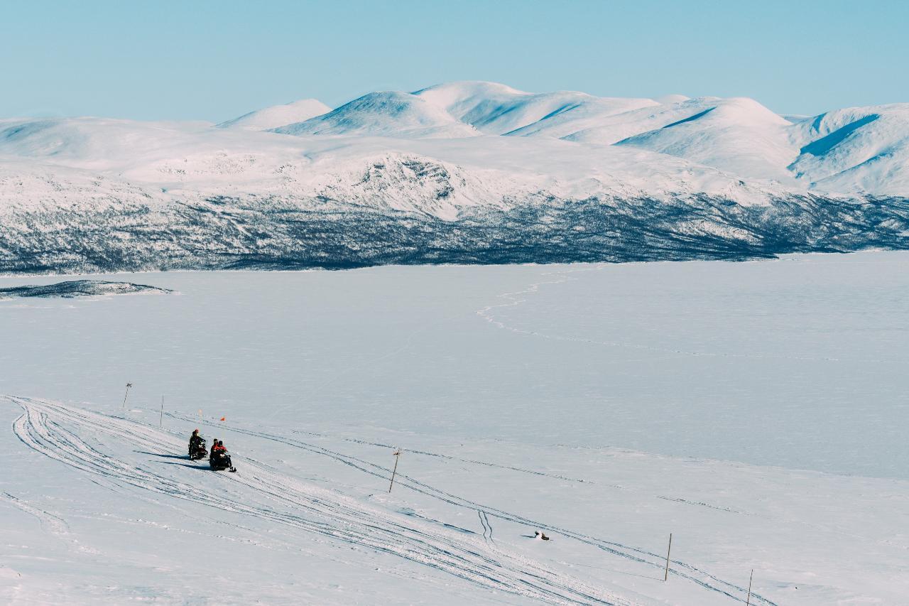 LÅKTATJÅKKO SNOWMOBILE TOUR