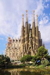 Sailing Experience BCN + Sagrada Familia +  Park Guëll