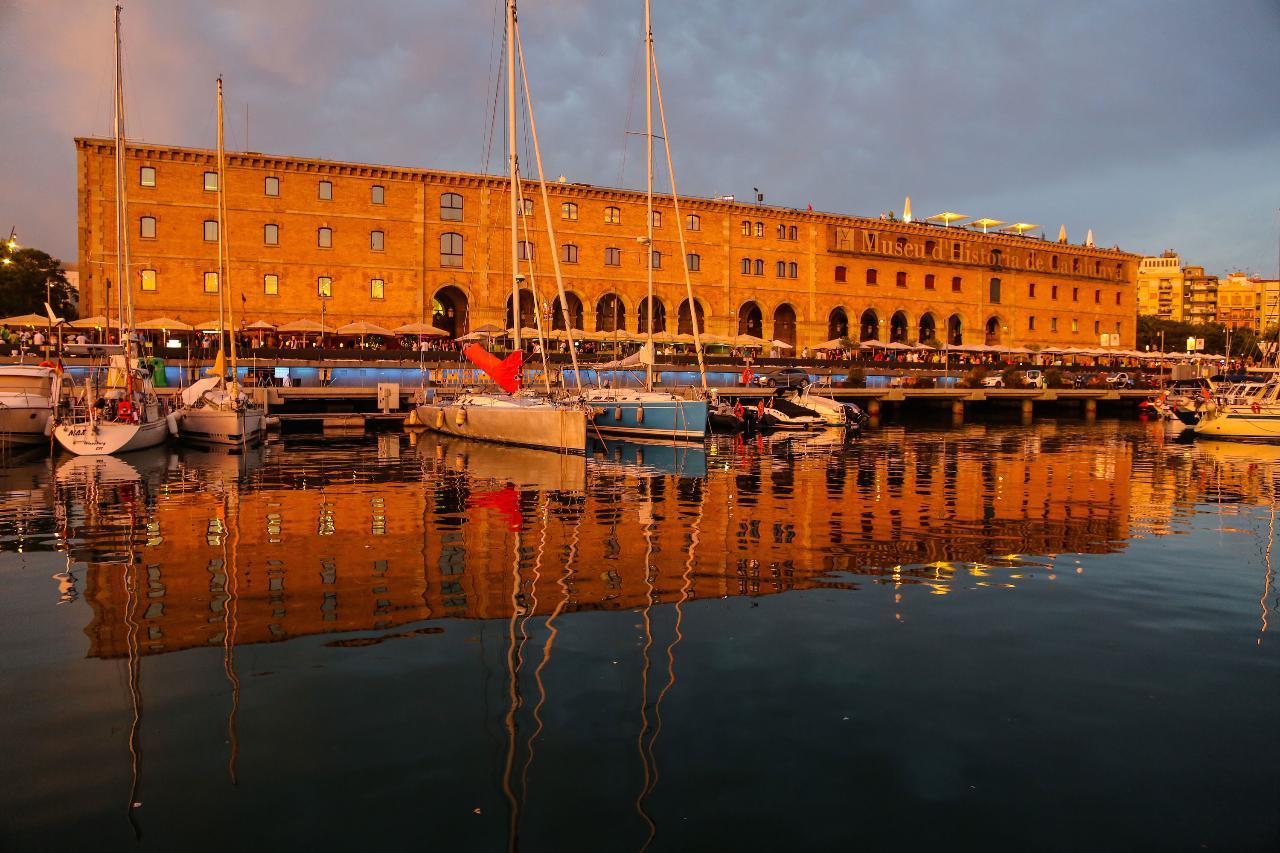 Sunrise & Sailing Experience Barcelona Exclusive