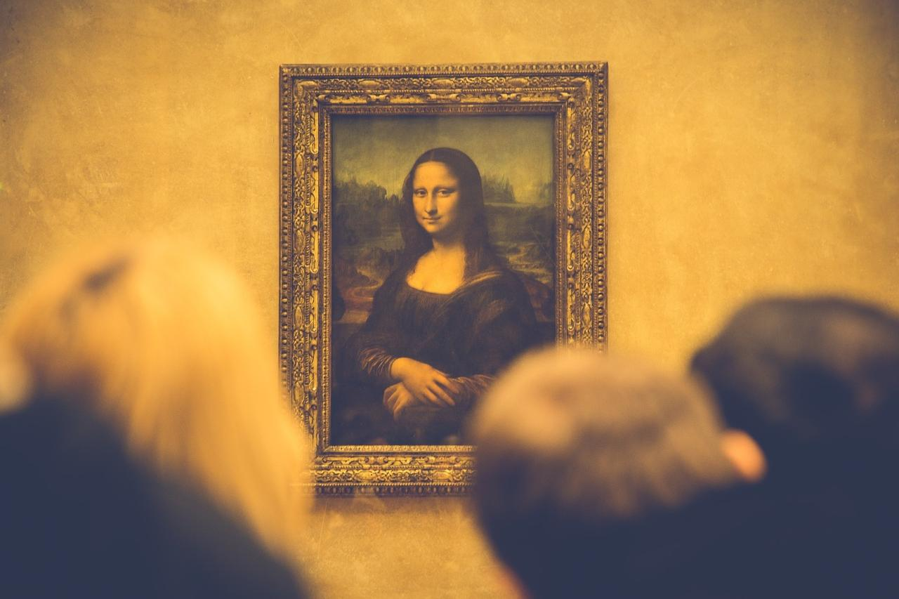 LOUVRE PRIVATE TOUR – Skip the line & Local expert guide