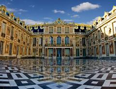 VERSAILLES PALACE PRIVATE TOUR – Skip the line & transportation from Paris