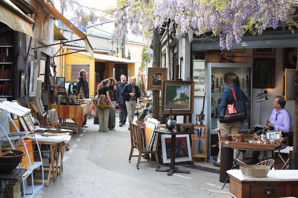 Paris Flea Market - The Ultimate Experience