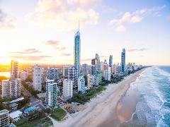 Surfers Paradise Coastal Discovery Private Mini Bus Tour with Skypoint Visit
