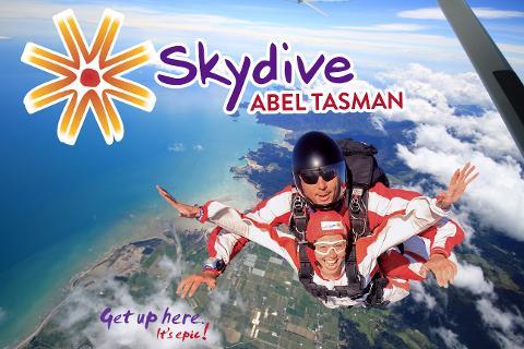Tandem Skydive 9000ft