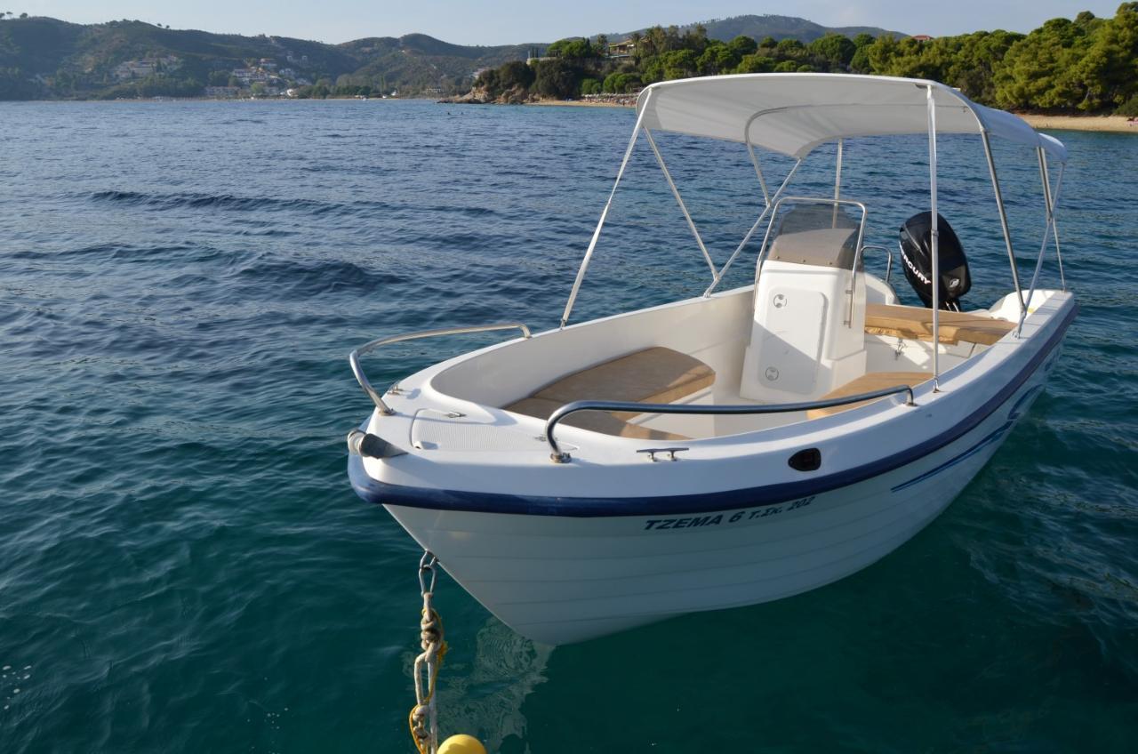 """A La Mer 1"" - Half Day Boat Rental"