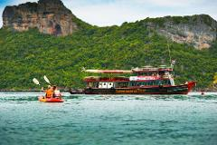 Sightseeing Tour to Angthong Marine Park by Big Boat from Koh Samui