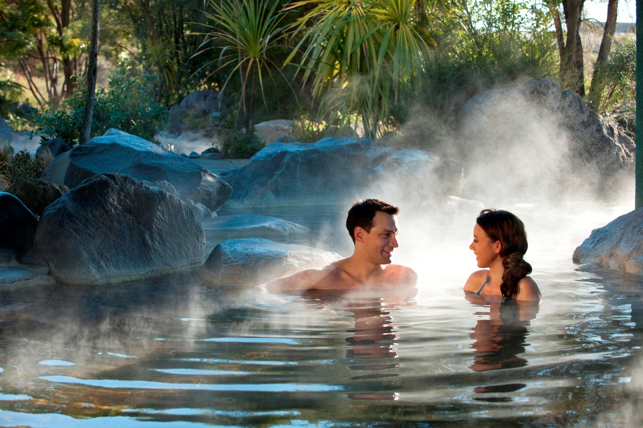 Shore Excursion from Tauranga: Rotorua Geothermal Geyser Tour and Polynesian Spa, Including Lunch