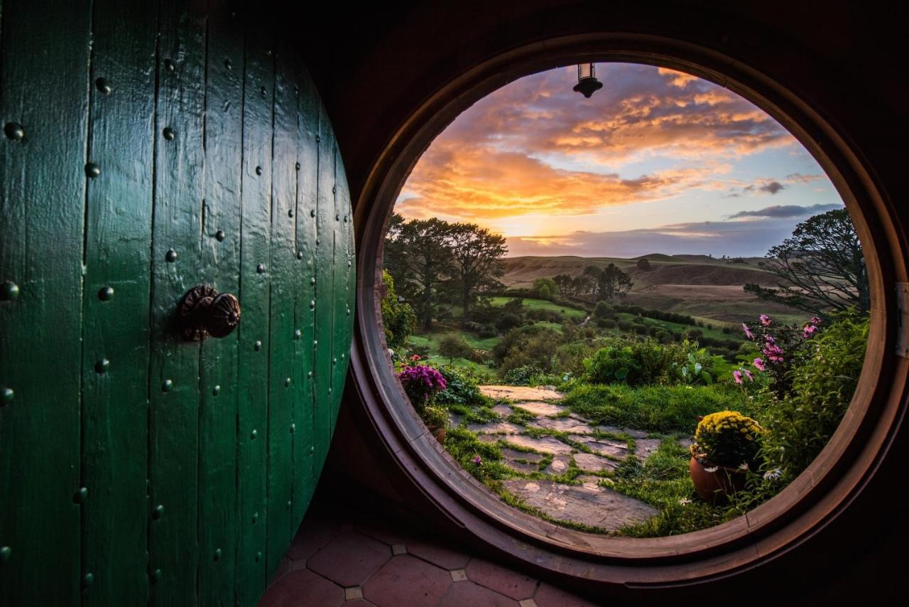 Shore Excursion from Tauranga: Hobbiton Movie Set tour & Rotorua Geothermal Geysers