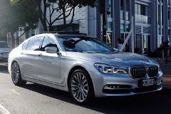 Auckland Airport > City One Way - (New BMW 7 Series Sedan for 1-3 passengers)