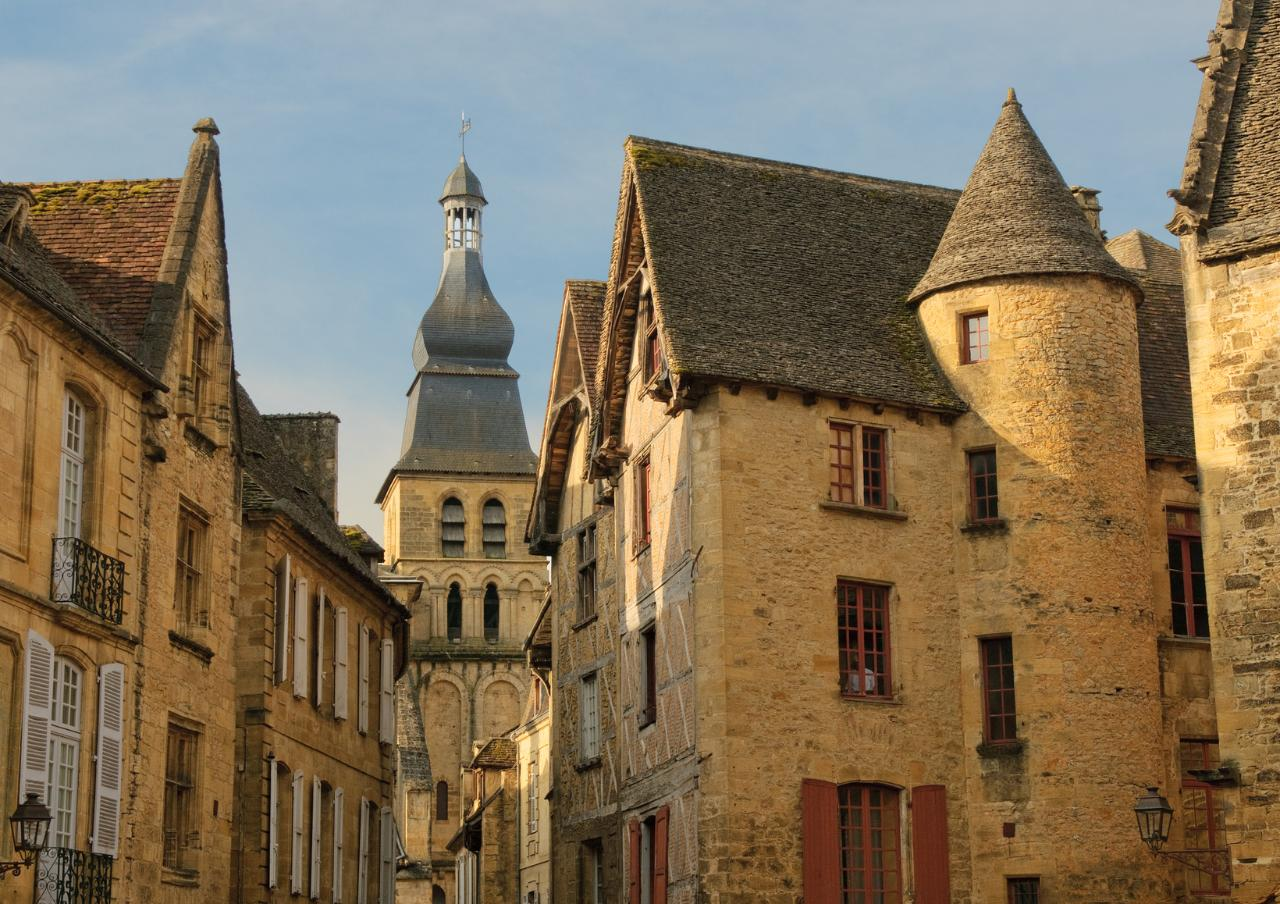 From Toulouse to Sarlat la Canéda Private Transfer