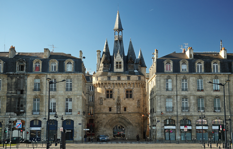 BORDEAUX HISTORICAL PRIVATE WALKING TOUR