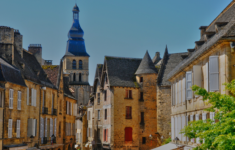 FROM BORDEAUX TO SARLAT SIGHTSEEING TRANSFER