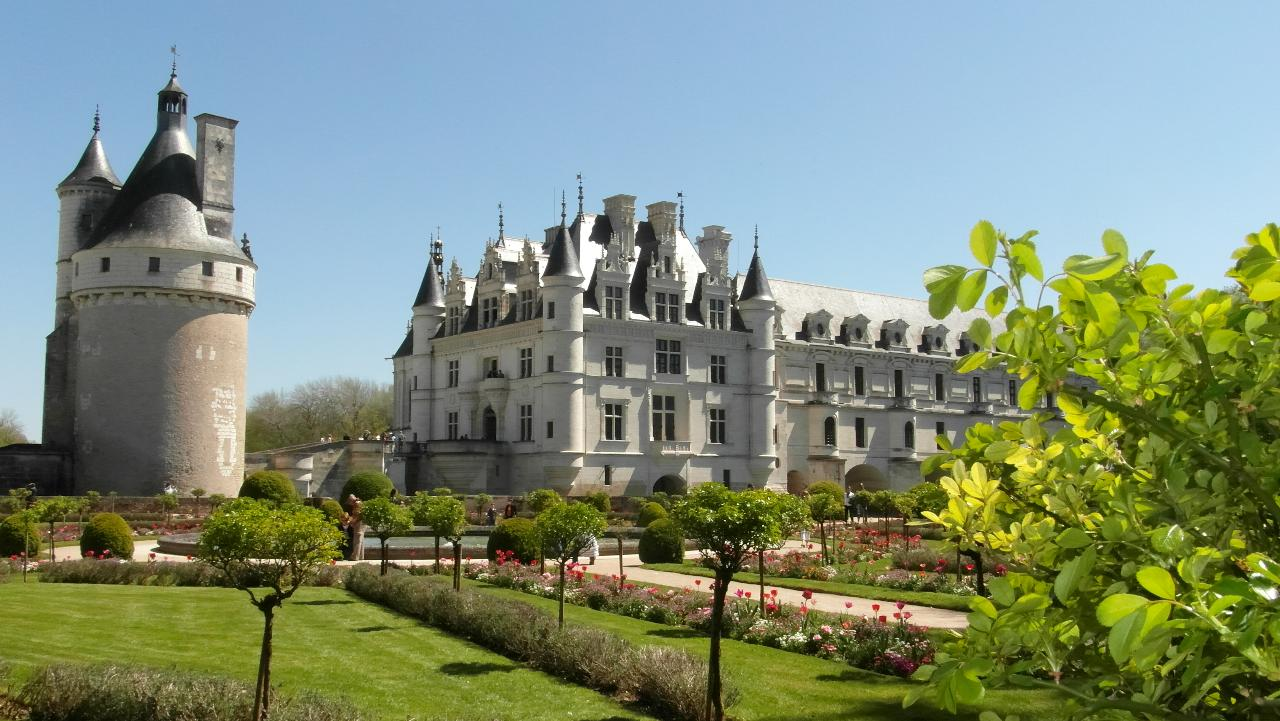 AN INTIMATE EXPERIENCE IN THE LOIRE VALLEY FROM TOURS