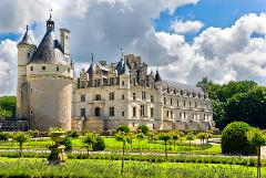 RENAISSANCE CASTLES & DELICIOUS WINES OF THE LOIRE SHARED TOUR