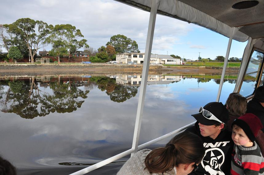 Leven River Picnic Cruise and Land Tour